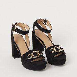 H&M NWOT Platform Sandal Heel with Gold Chain